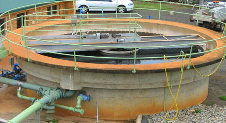 Sludge blanket level sensor in sedimentation tanks