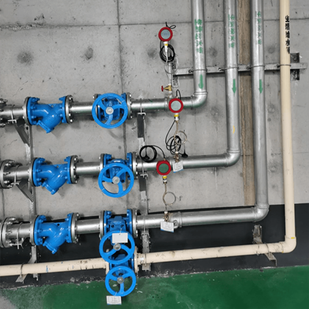 Wireless pressure transducers are used for pressure measurement